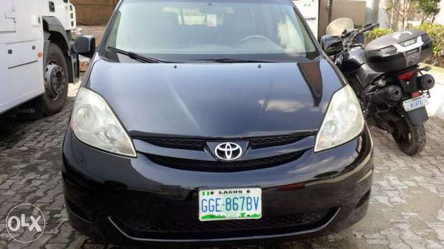 Very clean and sharp 2008 sienna for sale Port Harcourt - image 1