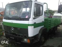 Mercedes Benz 809 truck with half sided body