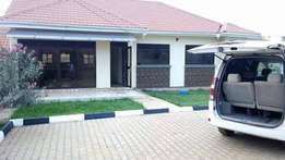 Art deco 4 bedroom stand alone house in Kiira at 1.2m