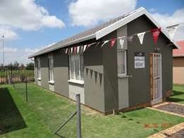 looking for someone to rent a 3 bedroom with 2 bathroom in protea gln
