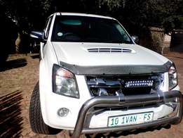 Pristine condition low km ISUZU KB300 BARGAIN OF THE YEAR!