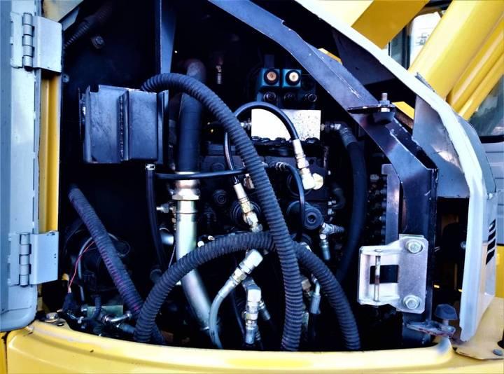 New Holland Kobelco E235b Sr - 2007 - image 11