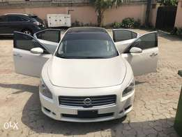 Clean Tokunbo Nissan Maxima Full Option 2011
