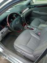 Neat tokunbo leather seat Lexus car for sale.