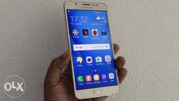 Clean Samsung Galaxy J7, 13mp camera, 4g internet