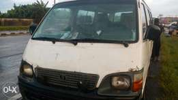 Very sound Toyota hiace bus with 2RZ engine