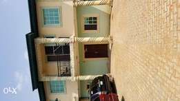 To let newly renovated 2 bedrooms apartment