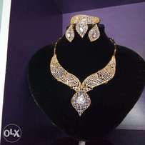 Exotic Sparkling Rhinestone Ladies Gold Sets of Jewelry in a Box
