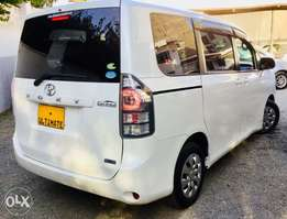 toyota voxy just arrived kcp fully loaded 7 seater at 1,350,000/=ono