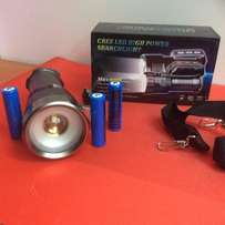 great quality cree torch including rechargeable batteries for free