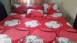 6/7 Red, Fuchsia & Green Cotton Bed-sheet with 4 Pillow Covers