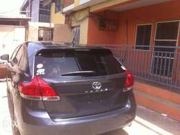 Very very clean 2010 venza for sale