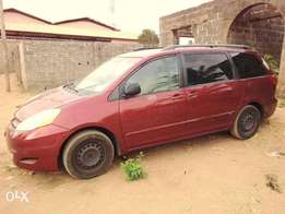 Toyota Sienna 2006 Tokunbo .Very Clean At a Very CHEAP Price.