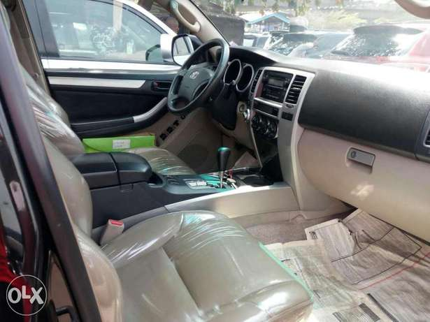 Foreign used 2005 Toyota 4runner. Limited edition. Direct tokunbo Lagos Mainland - image 4