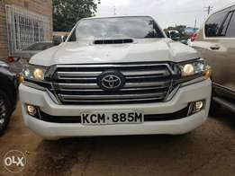 Hilux double cab at 4Million with land cruiser 202 facelift