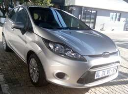 2012 Ford Fiesta Beautiful car to go