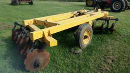 Extremely heavy duty 12 disc hydraulic trailed harrow