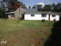 Splendid 4 bedroomed, Bungalow, on 1.5 acres with SQ plus 2 bedroome