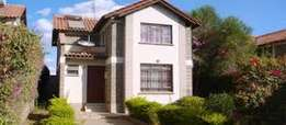 3 Bedroom All-Ensuite Stand Alone Town House With Self Contained SQ