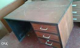 Office table in good condition