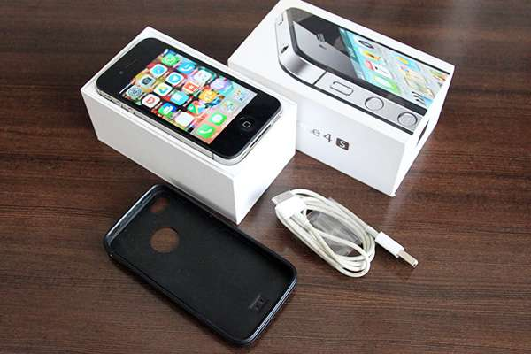 Iphone 4s 16GB Factory unlocked. Great condition! South B - image 1