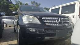 Mercedes benz ML 350( SUV) Black colour 2009 model with sunroof
