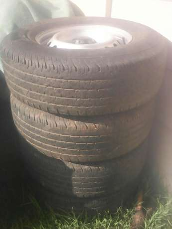 4 x 4 Tyre very good condition size 255/70 R16 75% to use on the tyre Florida - image 2