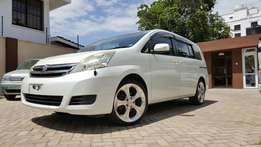 Toyota isis platana G edtion Pearl with leather seats and custom rims