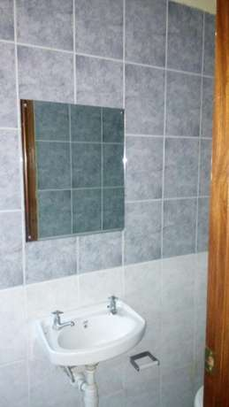 House to let. South B - image 2