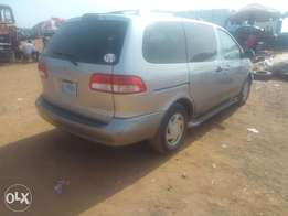 Very clean Toyota Sienna with first body for sale