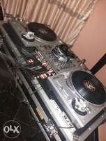 Dj turntable with 4 chanel mixer on flight case with serato sl3