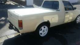 Cream VW Caddy Bakkie