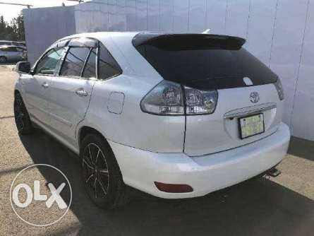 Toyota Harrier 2010 with sunroof in Nairobi Parklands - image 2
