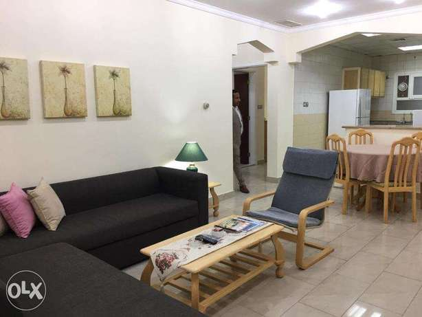 2 Bedrooms Fully Furnished Beach Side Apartment المنقف -  4