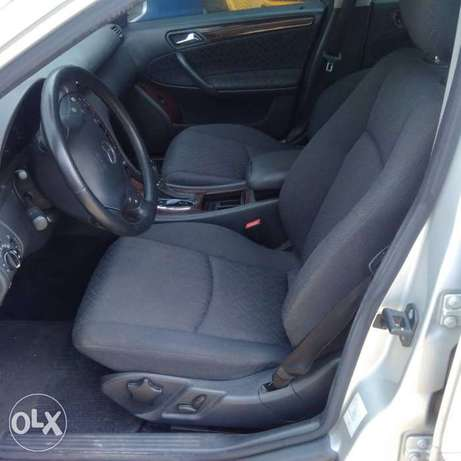 A super clean accident free toks 2003 Mercedes Benz C180 for sale Ikeja - image 3