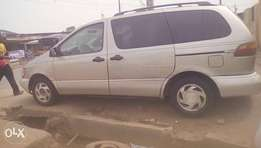 Sharp Toyota Sienna XLE, first Body with working AC.
