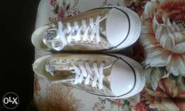 Original Converse All Stars sneakers (Gold) Size 10 that is 42. Unisex