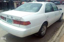 Toyota camry 2001 white colour first body