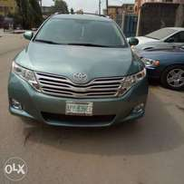 Used Toyota Venza 2010 model thumb start , with reverse Camera ..