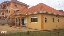 3bedrooms stand alone in Kira at 1.3m