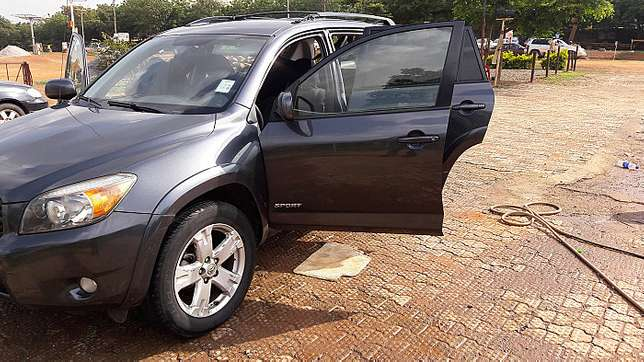 Toyota RAV4 (2006) Clean and affordable  - image 2