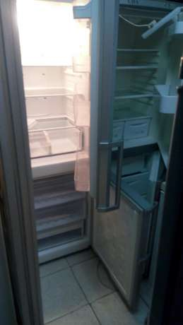 Sumsang 4 by 2 chest freezer in perfect condition warranty we have var Nairobi CBD - image 3