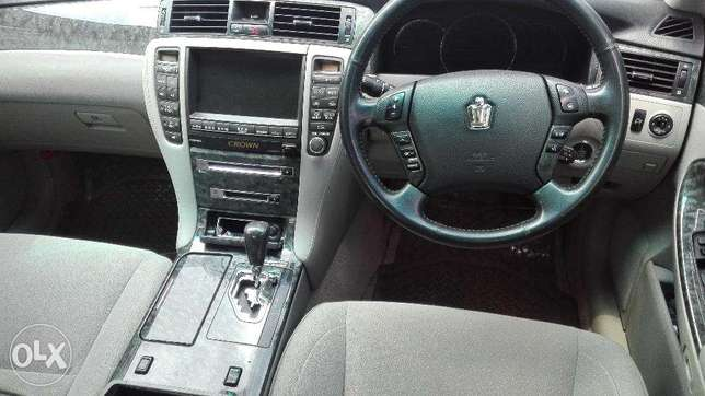 Toyota crown ,2008 kbx,super clean buy and drive very well maintained Hurlingham - image 4