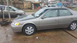 A clean tokunbo Toyota Camry 2001 at a give away price