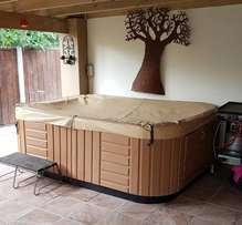 Jacuzzi 8 Seater for sale