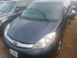 Perfectly used toyota sienna 2006 tincan cleared buy n drive