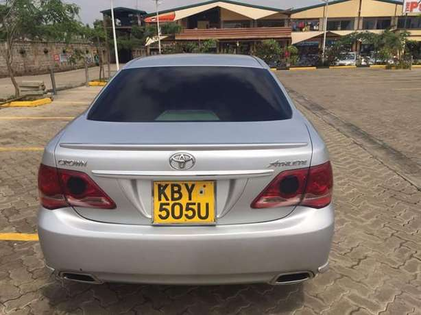 Toyota Crown Athlete In Excellent condition Nairobi West - image 2