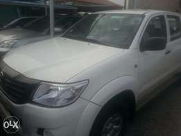 Few months used toyota hilux 2014 automatic transmission buy n travel