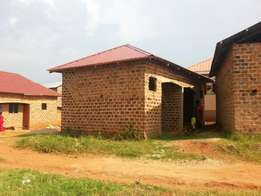 At UGX.16M 2rooms house on sale in Kasangati