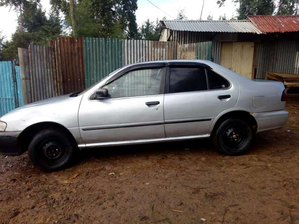 L am selling a clean crey Nissan sunny b14 ,buy and drive Kericho Town - image 2